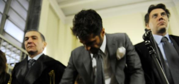 Fabrizio Corona arrabbiato in aula: poliziotto insultato