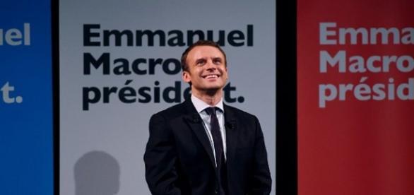 La campagne électorale d'Emmanuel Macron a le vent en poupe.