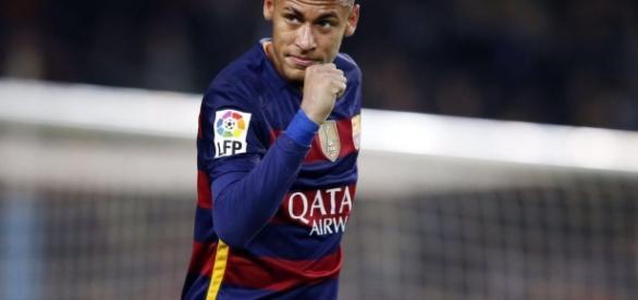 Neymar, atacante do Barcelona, sofre punição
