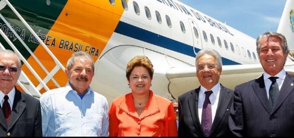 Ex-presidentes juntos sendo investigados