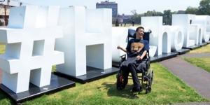 Matías es un joven que padece parálisis cerebral pero esto no fue impedimento para obtener su título