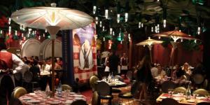 Parigi, camerieri dei caffè troppo sgarbati: una rovina per il turismo