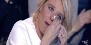 Spettacolo, Maria De Filippi piange in Diretta TV: boom di ascolti - retenews24.it