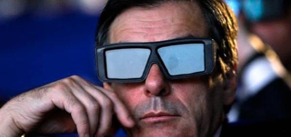 François Fillon, un président virtuel, avec des œillères.