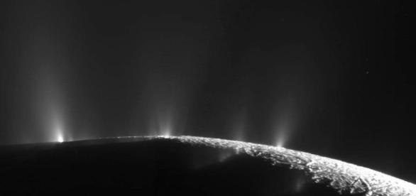 Saturn's icy moon Enceladus - phys.org