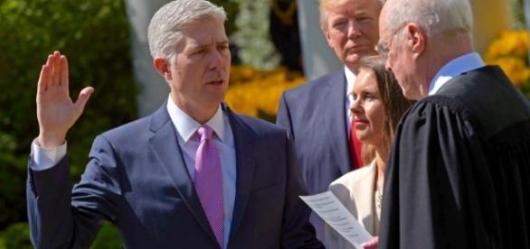Neil Gorsuch sworn in as US Supreme Court justice | TRT World - trtworld.com