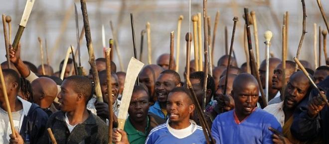 """""""Weiße sollen lebendig begraben werden"""" - Schwarzer Rassismus in Südafrika"""