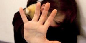 Torino, insegnante violenta studentessa 13enne