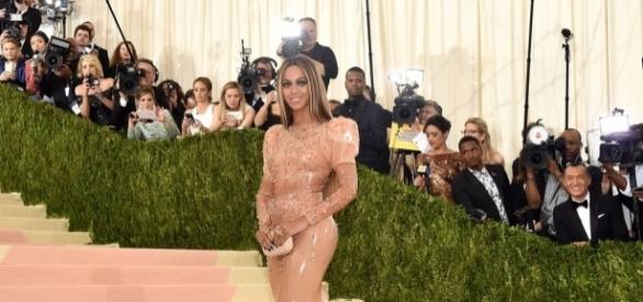 Why Jay Z Didn't Attend the 2016 Met Gala With Beyoncé | Glamour - glamour.com