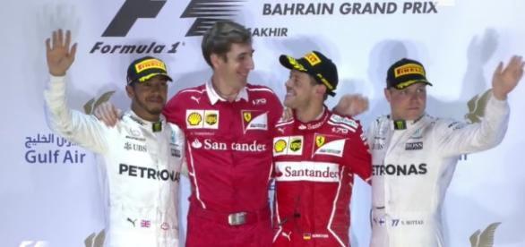 Il podio del GP del Bahrain, Vettel davanti alle Mercedes di Hamilton e Bottas.