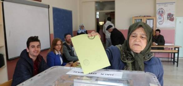 El referéndum, que da la victoria a Erdogan, iniciará un proceso de reformas Vía 20minutos.es
