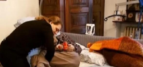 Poveşti triste de BADANTE: O româncă a PARALIZAT din cauza EPUIZĂRII - foto ProTV