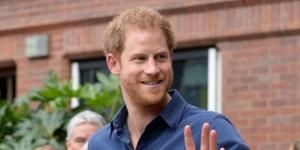 https://in.news.yahoo.com/prince-harry-says-being-royal-163541568.html