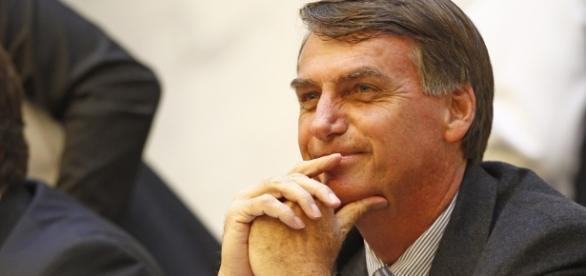 Bolsonaro cresce e assusta concorrência