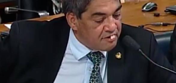 O senador Hélio José perdeu os dentes duas vezes durante discurso no Senado - Reprodução/YouTube