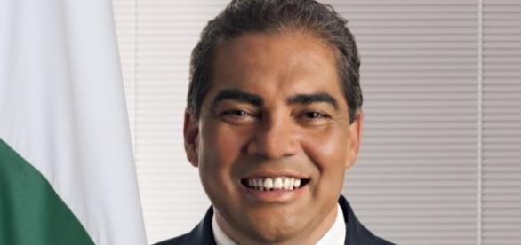 Senador Hélio José (PMDB-DF) 'perde' os dentes em Comissão