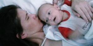 Mãe dá à luz à criança - Google