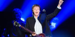 Paul McCartney esbaja vigor e alegria