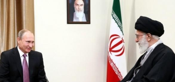 Irans Führer Khamenei mit Vladimir Putin in Teheran. (Source URG Suisse: khamanei.ir / CC BY-SA 4.0)