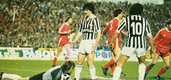 Młynarczyk, Rossi e Platini in Juventus-Widzew Lodz, semifinale di Coppa dei Campioni 1982/83