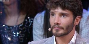 Gossip: Stefano De Martino è bugiardo? Un giornalista lo attacca.
