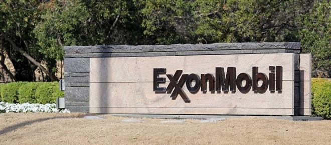 Exxon Mobil reassures investors with dividend hike
