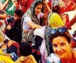 Alessandra Moretti durante il recente viaggio in India, ma aveva detto di essere malata
