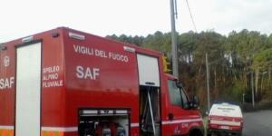 Casella, scoppia incendio in un appartamento: bimbo lanciato dal secondo piano