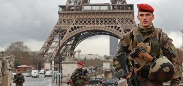 paris-soldaten-em-anschlaege.jpg - k-networld.de