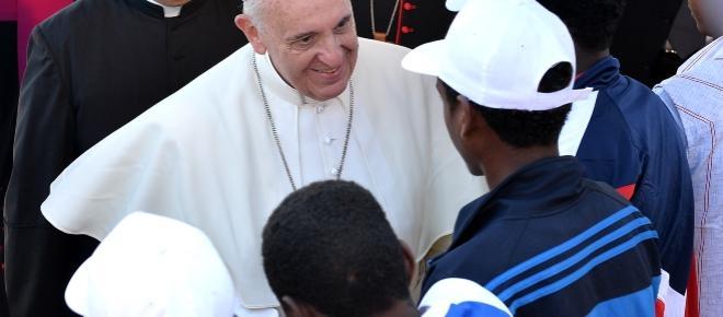 Papa Francesco: quanta crudeltà verso i migranti