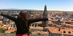 Haciendo aquello que me hace feliz y me llena de vida; viajar.