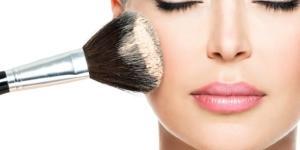 Todo homem adora mulheres que se maquiam em poucos minutos