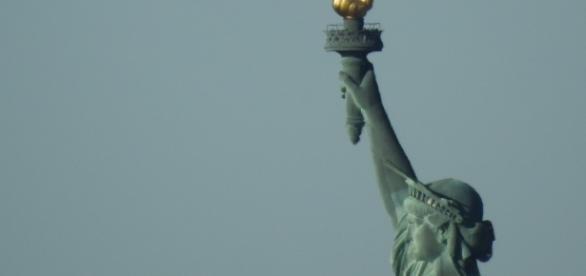Alieni: Ufo si avvicina alla Statua della libertà, ecco le immagini