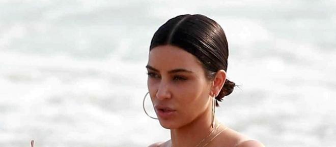 Kim Kardashian, misure esplosive in bikini: curve mozzafiato e cellulite