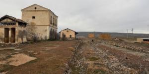 La estación de Los Yébenes (Línea Madrid - Ciudad Real - Badajoz) después de la llegada del AVE