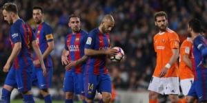 Mascherano, antes de tirar el penalti que le diera su primer gol con el F.C. Barcelona
