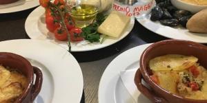 Patate riso e cozze, pomodorini rucola e grana, cozze: piatti titpici pugliesi