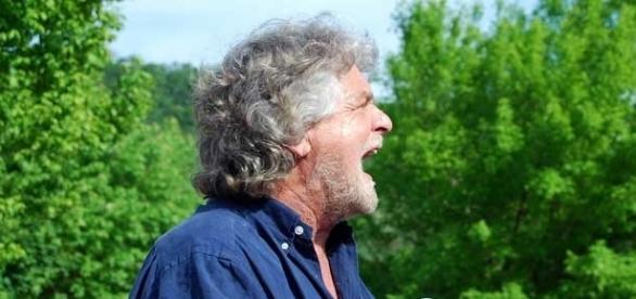 Grillo replica a Sans Frontieres