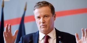 Dupont D'Aignan, Gaulliste soit-disant humaniste, mais stratège pour ses propres intérêts en se livrant au FN
