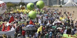 Em Brasília, ato de protesto contra as reformas trabalhista e da Previdência Social (José Cruz/Agência Brasil)