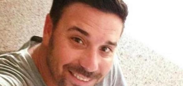 Americano flagra namorada com outro homem na cama e faz selfie