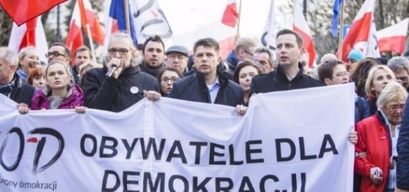 """""""Obrońcy demokracji"""" znowu się ośmieszyli"""