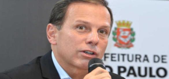 """Prefeito de São Paulo assegura que sindicatos que aderiram à paralisação serão multados, por greve """"política"""""""