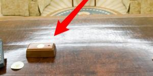 Trump has a button on his desk to summon a butler - Photo: Blasting News Library - businessinsider.com