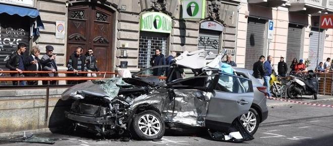 Schianto all'alba in centro a Milano: muore un 56enne