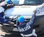 Al Cannabis Parade un furgone con due manichini di poliziotti. Polemiche e sdegno. Foto: Facebook.