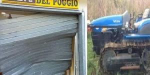 Poggio Cono: rompe saracinesca tabacchi col trattore cingolato.