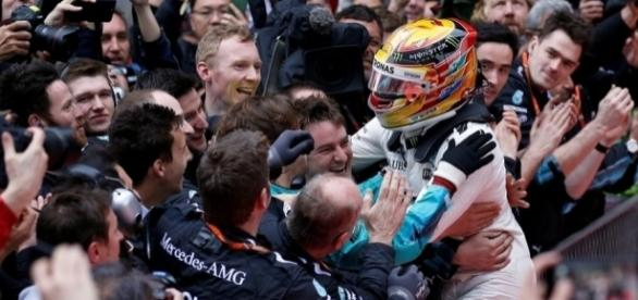 Lewis Hamilton celebrates with his team after winning the Chinese Grand Prix for the fifth time in his career. (Source: thenational.ae)