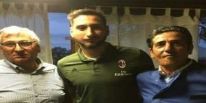 Gigio Donnnarumma in compagnia del padre e dello chef Pino Caligiuri