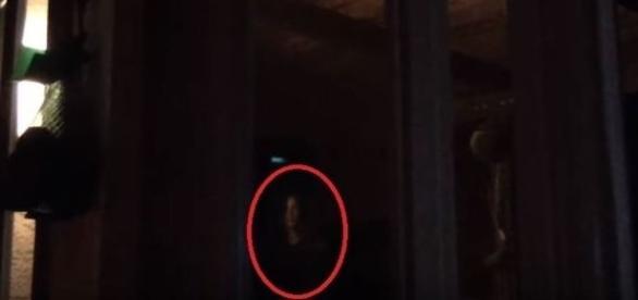 Paranormal afirma ter filmado suposta criança fantasmagórica (Youtube)